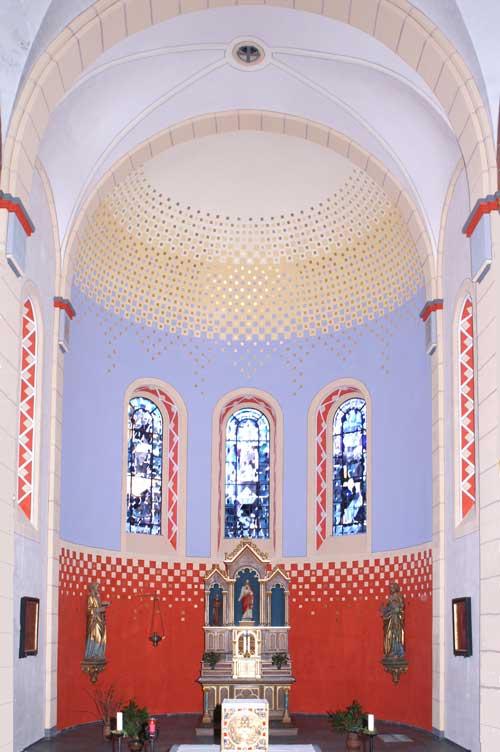 ausgefhrte farbgestaltung im chorraum - Farbgestaltung Innenrume Beispiele
